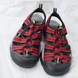 Keen Newport size 8 maroon hiking water sandals